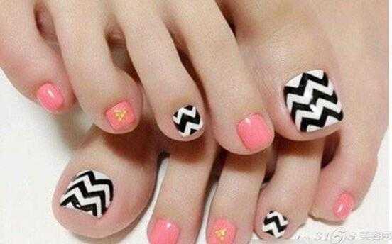 脚指甲美甲图片 漂亮女人从头美到脚