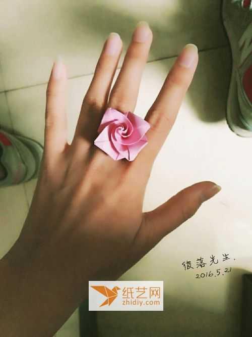 折纸玫瑰花步骤图解 折纸玫瑰戒指的做法步骤图解教程