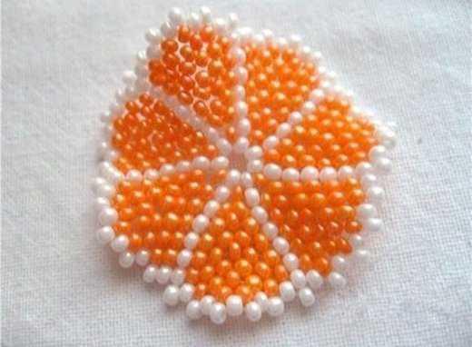 串珠挂饰 漂亮的橙瓣钥匙挂件串珠图解