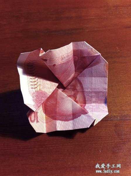 用钱折玫瑰 怎么用100元钱折玫瑰花教程