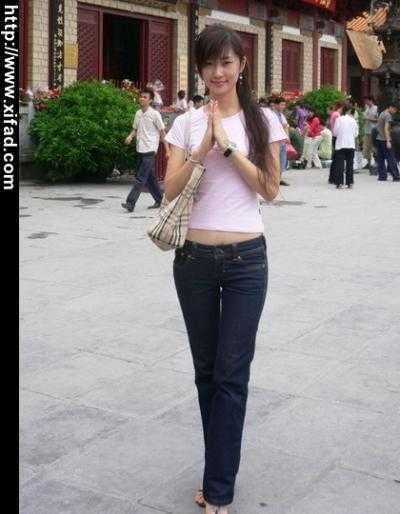 超低腰牛仔裤美女图片 初中女孩紧身牛仔裤图 大学女生紧身牛仔裤